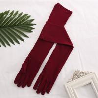Перчатки бордовые матовые выше локтя