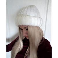 Теплая объемная шапка крупная вязка молочного цвета